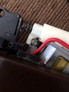 電動ハンドガン給弾不良解消パーツ組み込み
